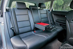 Задние места во всех автомобилях рассчитаны на двоих пассажиров. Audi
