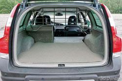 Для багажника удобной формы можно заказать приятные мелочи вроде собачьей клетки.