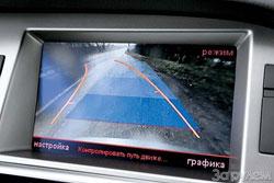 Посмотрел и растрогался. Надписи на дисплее – на русском! Камера для парковки задним ходом работала без нареканий.
