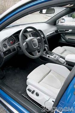 В интерьере «эски» обращаешь внимание на спортивный руль с эмблемой S6, селектор «автомата», украшенный кожей и алюминием, углепластиковые вставки на панели приборов и консоли.