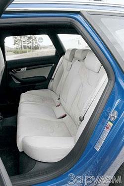 При необходимости «Ауди-S6» послужит и семейным автомобилем – на заднем диване просторно и детишкам, и взрослым. Кстати, сиденье можно сложить – получится спортивный грузовик.