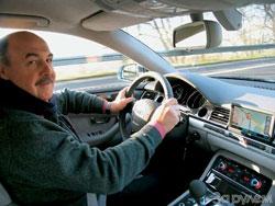 За рулем S8 дарит ощущение мощного, спортивного, но в то же время очень солидного автомобиля.