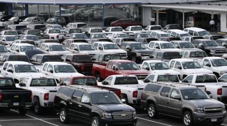 Спад продаж автомобилей в России замедляется