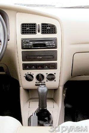 К консоли только одна претензия – низко расположенные рукоятки отопителя не видны водителю.