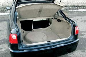 Выступающая полноразмерная запаска создает неудобства при погрузке крупного багажа.