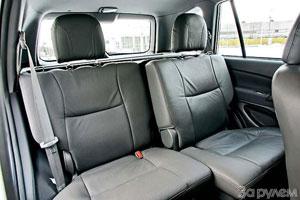 Задний диван – самый тесный. Но в RAV4 прошлого поколения было так же!