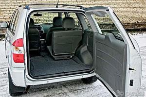Багажник «Тигго» можно существенно увеличить, сложив, сдвинув или сняв сиденья.