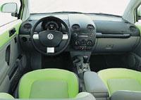 Внутри автомобиля ретростиль не столь заметен