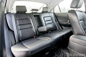 Заднее сиденье комфортно для двоих, но при необходимости готово вместить третьего.
