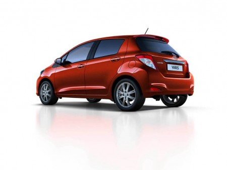 2012-Toyota-Yaris-12