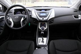 Тест-драйв Hyundai Elantra, Renault Fluence