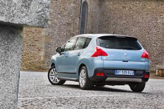 Тест-драйв Peugeot 3008 HYbrid4