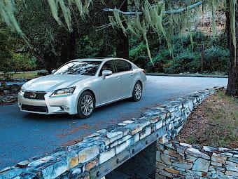 В США проверили безопасность нового Lexus GS