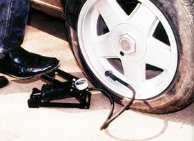 Как поменять спущенное колесо
